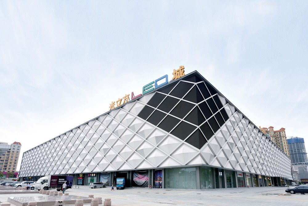 Carlos Signs Light Cube LED City Curtain Wall Project on July 2, 2015